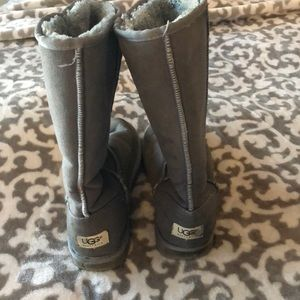 Size 8 women's gray uggs used condition
